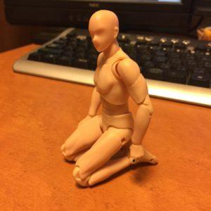 バンダイのデッサン人形(フィギュア) ボディくん 座る